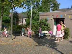 kinderen spelen op straat