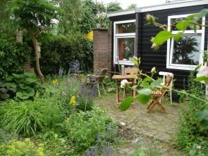 tuin en terras van woongroepunit